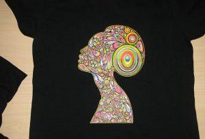 Black T-shirt- ի տպագրական նմուշը A2- ի T-shirt տպիչով WER-D4880T